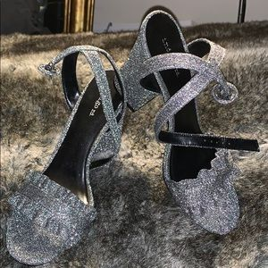 Sparkly chunky heel With straps